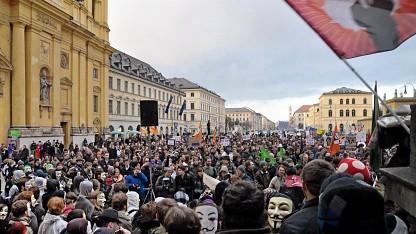3.000 Teilnehmer auf dem Münchner Odeonsplatz