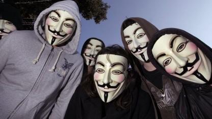 Demonstranten mit Guy-Fawkes-Masken: DDoS-Angriff nach missglücktem Einbruch
