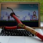 Angry Birds: Mit einer USB-Schleuder auf Schweine schießen