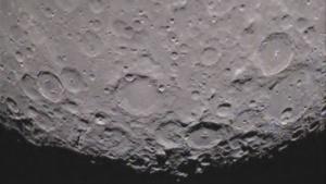Grail: Zerfurchte Oberfläche mit großen Einschlagskratern