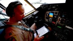 AMC-Pilot mit Tablet (2011): vom papierbasierten zum elektronischen Flugdokumentensystem