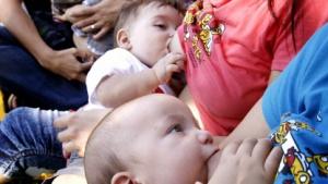 Mitunter ein Problem für Facebook: Bilder stillender Mütter