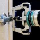 Darpa: Autonomer Roboter kann Türen öffnen und Koffer tragen