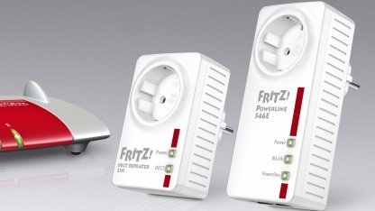 AVM Fritz!Powerline 546E (r.) und Fritz!DECT Repeater 230 (l.)
