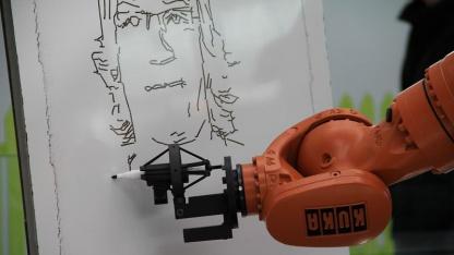 Zeichnender Roboter: Linienzeichnung nach einem Digitalfoto