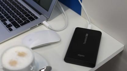 Elgato zeigt seine Thunderbolt-SSD auf der Cebit 2012.