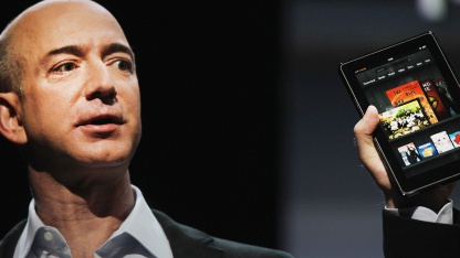 Amazon-Chef Jeff Bezos zeigt das Kindle Fire im September 2011.