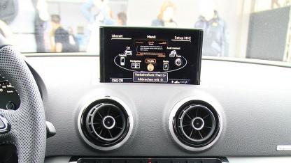 Audi A3: Facebook wird vorgelesen.