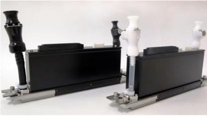 Kyocera KJ4A-B für UV-härtende Tinte (l.) und  KJ4B-Y für wasserbasierte Tinten