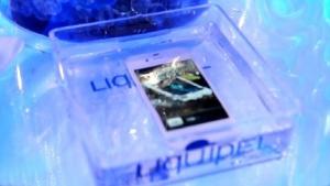 iPhone im Wasser, geschützt mit Liquipel