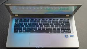 Gigabytes 14-Zoll-Ultrabook hat eine beleuchtete Tastatur.