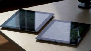 Das iPad 3 (l.) verkauft sich besser als der Vorgänger (r.).