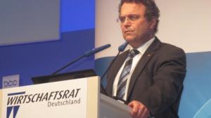 """Bundesinnenminister: """"Anfälligkeit für IT-Angriffe wegen billiger Software"""""""