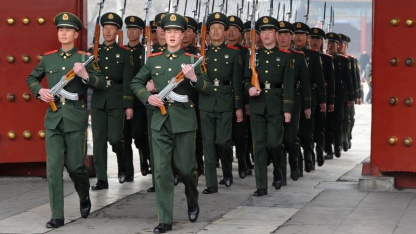 Gerüchte um Militär in der Hauptstadt: chinesische Soldaten beim Exerzieren (März 2012)
