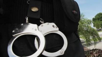 Apple, Google und T-Mobile müssen beim Hacken eines Mobiltelefons mit der Polizei kooperieren.