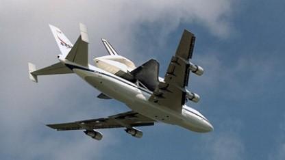 Huckepack: Jumbo transportiert Spaceshuttle.