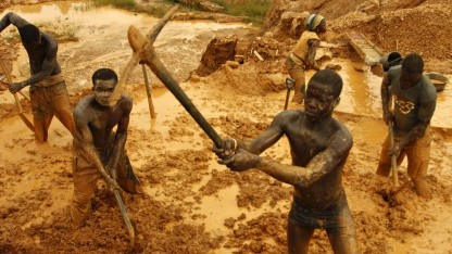 Goldschürfer in Dakwa, Ghana