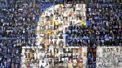 Facebook-Schriftzug, geformt aus einer Collage von Profilbildern
