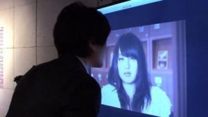 Interaktiv: Plakat lädt Nutzer zum Küssen ein
