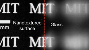 Nanotechnologie: Forscher entwickeln Glas, das nicht spiegelt und beschlägt