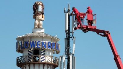 Arbeiten an einer Mobilfunkanlage zum Münchner Oktoberfest 2011