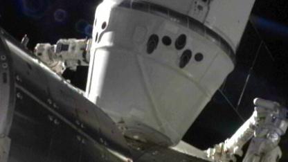 Angedockt: Zwei Stunden nach dem Einfangen war die Dragon mit der ISS verbunden.
