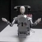 MH-2: Der Telepräsenzroboter sitzt auf der Schulter
