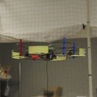 Robotik: Drohne lädt im Flug einen Akku