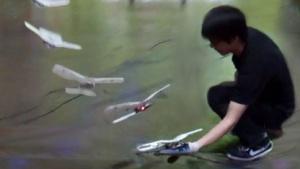 Drohne: Flugroboter landet auf der Hand