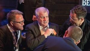 Horst Seehofer im Gespräch mit Piraten