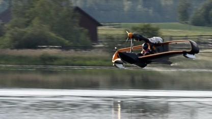 Der Jungfernflug des Ultraleichtflugzeugs Flynano