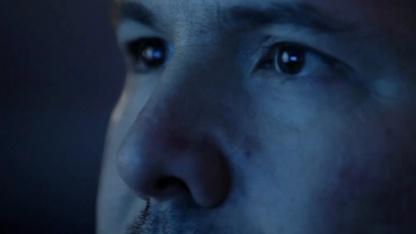 Software berechnet das Fernsehbild für das periphere Gesichtsfeld weiter.