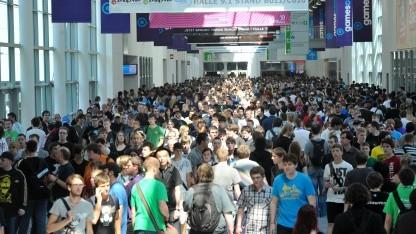 Der überfüllte Messeboulevard während der Gamescom 2011
