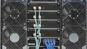 Links und rechts die Blades, in der Mitte die Ethernet-Karten
