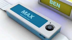 Die Pet-View-Kamera wird wie ein Halsband befestigt.