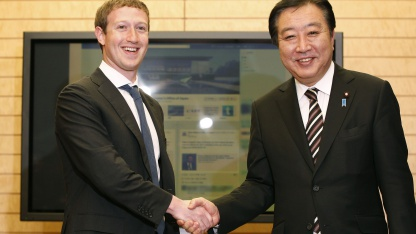 Facebook-Chef Mark Zuckerberg (l.) und Japans Premierminister Yoshihiko Noda am 29. März 2012