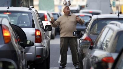 Verkehrsstau in Rom: jährlich 1 Prozent des BIP