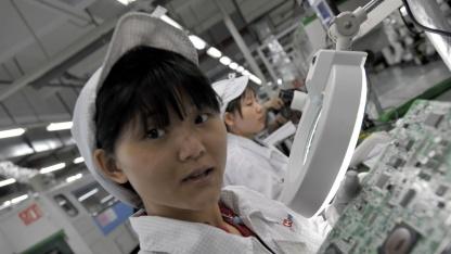 Foxconn-Arbeiterinnen - sie sollen laut Bloomberg das Amazon-Smartphone montieren.
