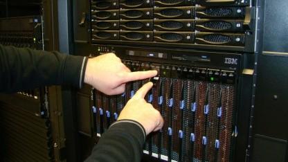Alltag für Sysadmins: Server einrichten mitten in der Nacht.