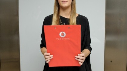 Eine Vodafone-Kundin sorgte für eine - böse - Überraschung auf der Facebook-Seite des Unternehmens.