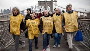 Occupy-Wall-Street-Proteste auf der Brooklyn Bridge, sechs Monate nach den Massenverhaftungen