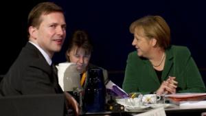 Steffen Seibert (l.) und Kanzlerin Angela Merkel (r.) im November 2011