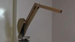 Robotischer Pappkran: Kinder für Technik begeistern