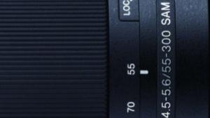 Sony: Telezoom mit 55 bis 300 mm für DSLRs