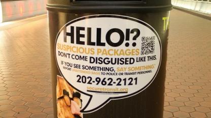 """""""If you see something, say something"""" - Aufkleber einer Kampagne der US-Regierung für mehr """"öffentliche Wachsamkeit"""" in Washington D.C."""