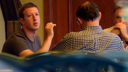 Zuckerberg im Juli 2012 im Gespräch