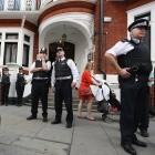 Julian Assange: Britischer Polizist enthüllt versehentlich Einsatzplan