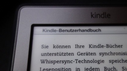 Der Kindle von Amazon soll ein weißeres Display mit Beleuchtung erhalten.