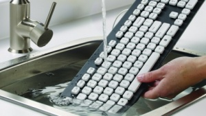 Logitechs Washable Keyboard K310 lässt sich immer wieder waschen.