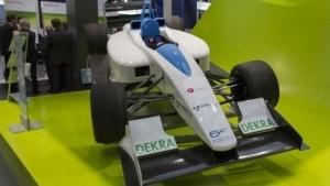 Elektrorenner Formulec (auf der Hannover Messe 2011) : Autowechsel in der Boxengasse